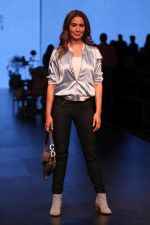 Kim Sharma AT LAKME FASHION WEEK DAY on 30th Jan 2019 (11)_5c529aa01da2e.JPG