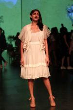 Kubra Sait AT LAKME FASHION WEEK DAY on 30th Jan 2019 (17)_5c529ab31b332.JPG
