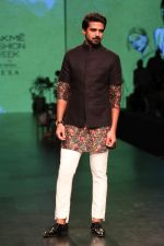 Saqib Saleem AT LAKME FASHION WEEK DAY on 30th Jan 2019 (6)_5c529ad82e573.JPG