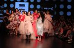 Yami Gautam walk the ramp for GAURI & NAINIKA SHOW at Lakme Fashion Week on 30th Jan 2019 (10)_5c529cf12041f.JPG