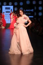 Yami Gautam walk the ramp for GAURI & NAINIKA SHOW at Lakme Fashion Week on 30th Jan 2019-1(18)_5c529fa3b4cc2.JPG