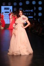 Yami Gautam walk the ramp for GAURI & NAINIKA SHOW at Lakme Fashion Week on 30th Jan 2019-1(19)_5c529fa52c453.JPG