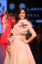 Yami Gautam walk the ramp for GAURI & NAINIKA SHOW at Lakme Fashion Week on 30th Jan 2019-1(23)_5c529fb3eb5f0.JPG