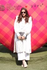 Neha Dhupia at LAKME FASHION WEEK DAY 2 on 31st Jan 2019 (6)_5c53ea6560285.JPG
