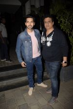 Armaan Malik, Daboo Malik spotted at Soho House juhu on 3rd Feb 2019 (18)_5c57f1648299b.JPG