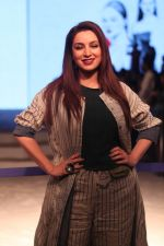 Tisca Chopra at Anavila Fashion Show on 2nd Feb 2019 (10)_5c57f4fd600d2.jpg