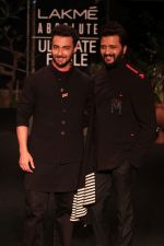 Aayush Sharma, Riteish Deshmukh on Day 5 at Lakme Fashion Week 2019  on 3rd Feb 2019 (6)_5c594003c1efe.jpg