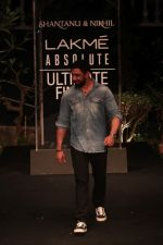 Amit Sadh on Day 5 at Lakme Fashion Week 2019  on 3rd Feb 2019 (28)_5c59401bcd192.jpg