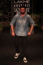 Amit Sadh on Day 5 at Lakme Fashion Week 2019  on 3rd Feb 2019 (29)_5c59401df077c.jpg
