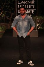 Amit Sadh on Day 5 at Lakme Fashion Week 2019  on 3rd Feb 2019 (30)_5c59402025561.jpg