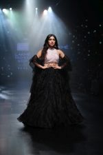 Bhumi Pednekar walk the ramp for Shehla Khan at Lakme Fashion Week 2019  on 3rd Feb 2019 (73)_5c593edc5e038.jpg