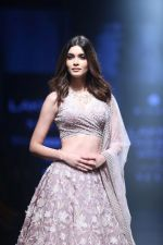 Diana Penty Walk the Ramp for Mishru Show at Lakme Fashion Week 2019 on 1st Feb 2019 (32)_5c593e663b4f5.jpg