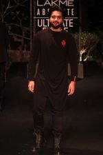 Jackky Bhagnani on Day 5 at Lakme Fashion Week 2019  on 3rd Feb 2019 (15)_5c59403e864ee.jpg