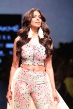 Malavika Mohanan Walk the Ramp for on Day 2 at Lakme Fashion Week 2019 on 2nd Feb 2019 (32)_5c593939d6694.jpg