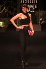 Mandira Bedi on Day 5 at Lakme Fashion Week 2019  on 3rd Feb 2019 (16)_5c59406216d29.jpg
