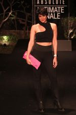 Mandira Bedi on Day 5 at Lakme Fashion Week 2019  on 3rd Feb 2019 (17)_5c59406481754.jpg