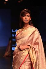 Model walk the ramp for Latha Sailesh Singhania Show at Lakme Fashion Week 2019  on 3rd Feb 2019  (34)_5c593ec952983.jpg