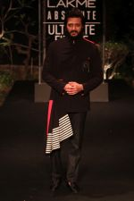 Riteish Deshmukh on Day 5 at Lakme Fashion Week 2019  on 3rd Feb 2019 (10)_5c594076d9164.jpg