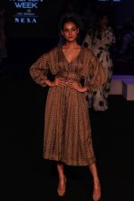 Sonal Chauhan walk the Ramp on Day 5 at Lakme Fashion Week 2019 on 3rd Feb 2019 (175)_5c593fde4d215.jpg