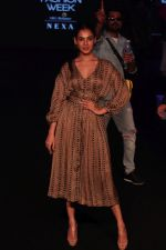 Sonal Chauhan walk the Ramp on Day 5 at Lakme Fashion Week 2019 on 3rd Feb 2019 (177)_5c593fe1d16f0.jpg