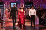 Vaani Kapoor walk the Ramp for Shivan and Narresh at Lakme Fashion Week 2019 on 3rd Feb 2019 (40)_5c593c631b2e7.jpg
