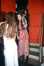 Karisma Kapoor spotted at Sanchos bandra on 5th Feb 2019 (58)_5c5a9fe9596e9.JPG