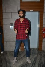 Vicky Kaushal at the Success party of fil Uri at Escobar bandra on 4th Feb 2019 (35)_5c5a956b9f00e.JPG