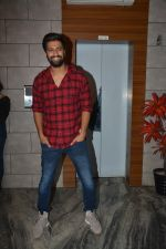 Vicky Kaushal at the Success party of fil Uri at Escobar bandra on 4th Feb 2019 (38)_5c5a953d2c7ba.JPG