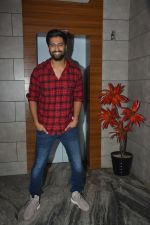 Vicky Kaushal at the Success party of fil Uri at Escobar bandra on 4th Feb 2019 (40)_5c5a95419f888.JPG