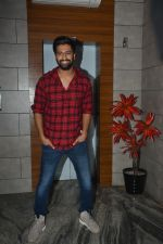 Vicky Kaushal at the Success party of fil Uri at Escobar bandra on 4th Feb 2019 (41)_5c5a95445e966.JPG