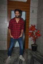 Vicky Kaushal at the Success party of fil Uri at Escobar bandra on 4th Feb 2019 (42)_5c5a9546b5698.JPG