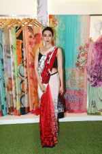 Karisma Kapoor at the special preview of spring summer 19 collection of Satya Paul at thier store in Phoenix on 6th Feb 2019 (13)_5c5bde8f31cf9.jpg