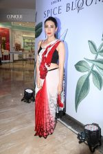 Karisma Kapoor at the special preview of spring summer 19 collection of Satya Paul at thier store in Phoenix on 6th Feb 2019 (23)_5c5bdea36e14e.jpg