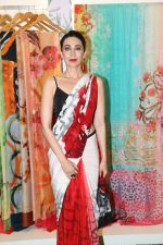 Karisma Kapoor at the special preview of spring summer 19 collection of Satya Paul at thier store in Phoenix on 6th Feb 2019 (9)_5c5bde87974d3.jpg