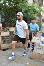Yuvraj Singh spotted at gym in bandra on 7th Feb 2019 (6)_5c5d2d8753f1e.JPG