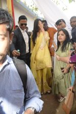 Katrina Kaif at Saraswati pujan at Anurag Basu_s house in goregaon on 10th Feb 2019 (42)_5c6130473b259.jpg