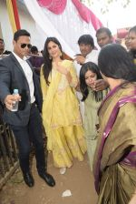 Katrina Kaif at Saraswati pujan at Anurag Basu_s house in goregaon on 10th Feb 2019 (43)_5c61304914e76.jpg