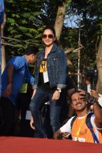Madhuri Dixit flags off the Half Marathon with over 4000 plus mumbaikars for fitter mumbai on 11th Feb 2019 (21)_5c612f7bdd400.jpg