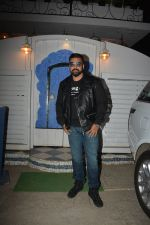 Raj Kundra at the baby shower of her manager in bandra on 8th Feb 2019 (3)_5c612f257f18a.jpg