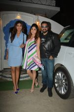 Shilpa Shetty, Raj Kundra, Shamita Shetty at the baby shower of her manager in bandra on 8th Feb 2019 (10)_5c612f4f8c0f5.jpg
