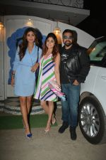 Shilpa Shetty, Raj Kundra, Shamita Shetty at the baby shower of her manager in bandra on 8th Feb 2019 (11)_5c612f689138e.jpg
