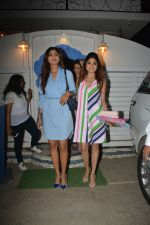 Shilpa Shetty, Raj Kundra, Shamita Shetty at the baby shower of her manager in bandra on 8th Feb 2019 (7)_5c612f4aa4bc2.jpg
