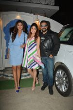 Shilpa Shetty, Raj Kundra, Shamita Shetty at the baby shower of her manager in bandra on 8th Feb 2019 (8)_5c612f3451d9d.jpg
