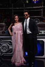 Anil Kapoor and Madhuri Dixit on sets of Super Dancer chapter 3 on 11th Feb 2019 (21)_5c62749fb7440.jpg