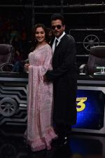 Anil Kapoor and Madhuri Dixit on sets of Super Dancer chapter 3 on 11th Feb 2019 (25)_5c6274a23a36c.jpg