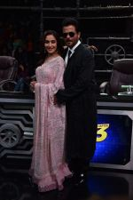 Anil Kapoor and Madhuri Dixit on sets of Super Dancer chapter 3 on 11th Feb 2019 (26)_5c62744f5874e.jpg
