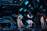 Anil Kapoor and Madhuri Dixit on sets of Super Dancer chapter 3 on 11th Feb 2019 (30)_5c6274e115930.jpg