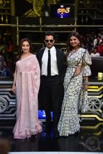 Anil Kapoor, Madhuri Dixit, Shilpa Shetty on sets of Super Dancer chapter 3 on 11th Feb 2019 (29)_5c6274e43d7a9.jpg