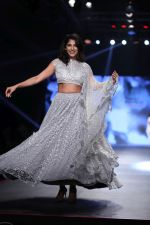 Kubbra Sait at Smile Foundation & Designer Sailesh Singhania fashion show for the 13th edition of Ramp for Champs at the race course in mahalxmi on 13th Feb 2019 (19)_5c651ed2d9a8d.jpg