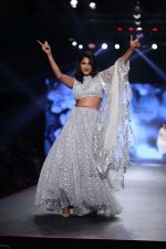 Kubbra Sait at Smile Foundation & Designer Sailesh Singhania fashion show for the 13th edition of Ramp for Champs at the race course in mahalxmi on 13th Feb 2019 (21)_5c651ed62ecc6.jpg